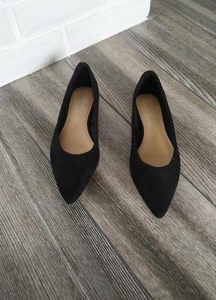Стильные туфли лодочки на низком