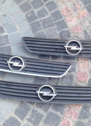Решетка радиатора капота Opel Astra G 90547393 90547394