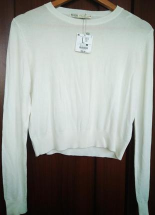 Приятный вискозный свитер bershka молочного цвета