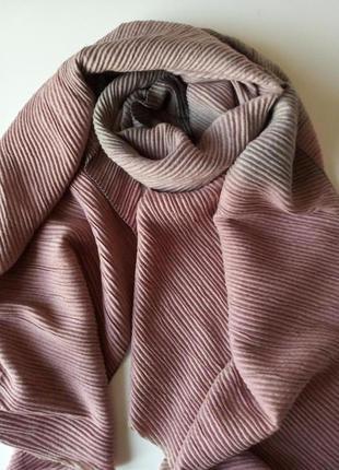 Красивый гофрированный шарф, палантин с эффектом амбре