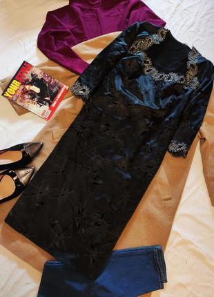 Чёрное платье туника с камнями атласное