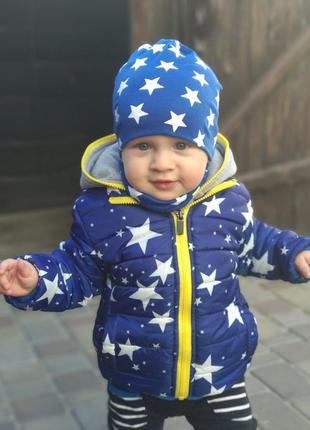 Яркая куртка со звездами