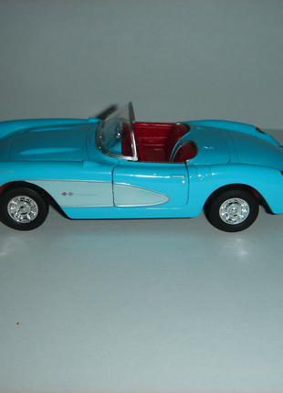 Машинка металлическая 1957 CHEVROLET CORVETTE.