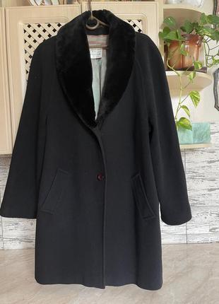 Шерстяное пальто прямого кроя