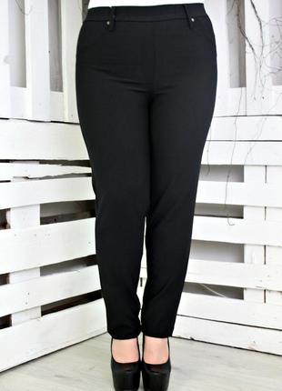 Бесподобные черные  брюки слим с заклепками большого размера в...