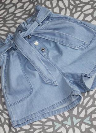 Шорты джинсовые с защипами и высокой посадкой paperbag на болт...