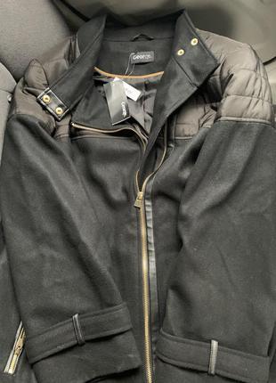 Чёрное пальто с кожаными вставками