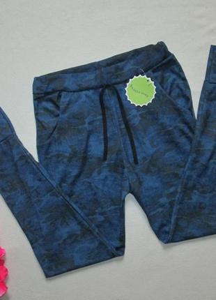 Трикотажные спортивные брюки в стиле милитари с манжетами высо...