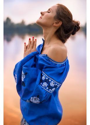 Вишиванка жіноча синя з трояндами