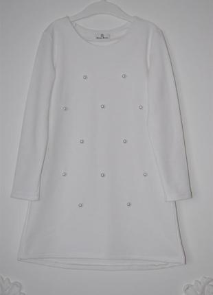 Красивое трикотажное платье с бусинами.