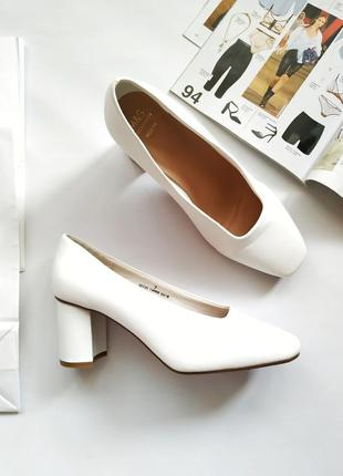 Белые туфли на толстом круглом каблуке квадратный носок m&s