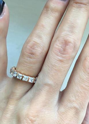 Золотое кольцо с крупными фианитами