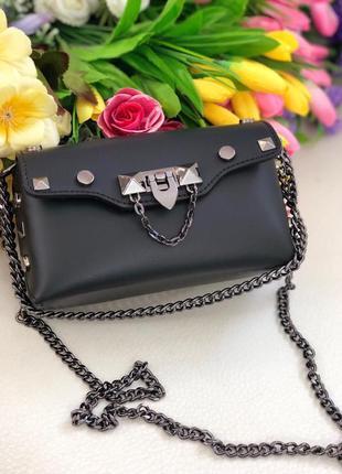 Небольшая женская сумочка кожаная чёрная на цепочке