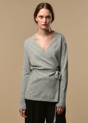 Нежный шерстяной свитер на запах из мохера