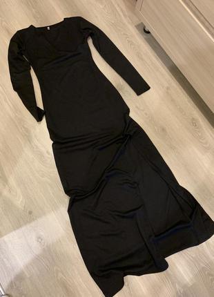 Длинное платье в пол с разрезом