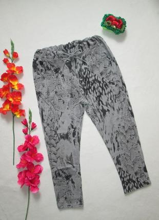 Трикотажные укороченные стрейчевые спортивные брюки в мраморны...