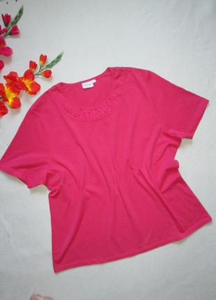 Красивая стрейчевая футболка с ажурной вставкой большого разме...