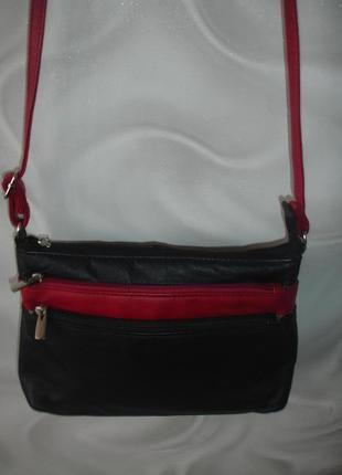 Фирменная италия кожаная сумка кроссбоди в новом состоянии