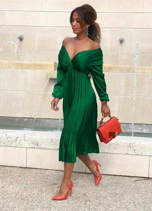 Шелковое платье с плиссировкой, длина миди