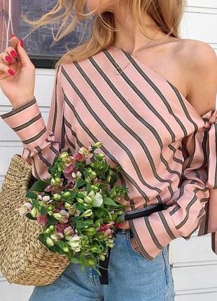 Блуза в полоску с бантом