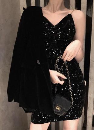 Бархатное платье с серебристыми звездочками
