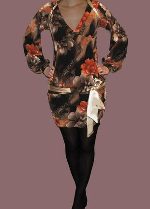 Платье с яркими цветами