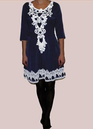 Красивое платье с белым кружевом