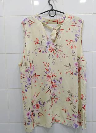 Нежная шифоновая блуза с красивым вырезом и бантом сзади