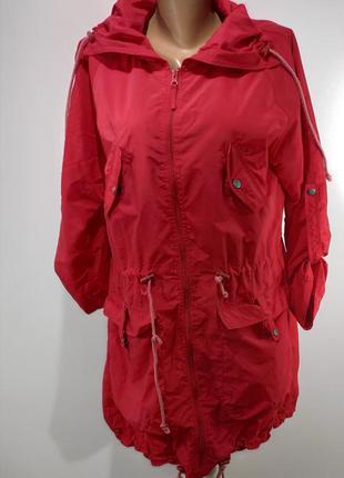 Красный стильный плащик размер 50-52