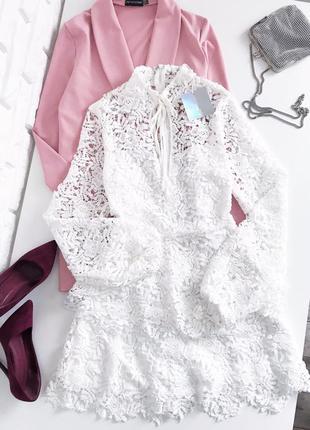 Красива сукня з  мережива