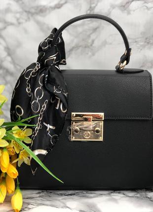 Элегантная кожаная сумочка с платочком чёрная