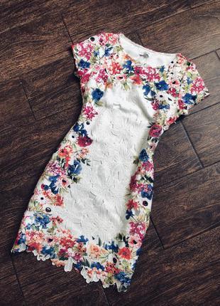 Очень красивое белое кружевное платье