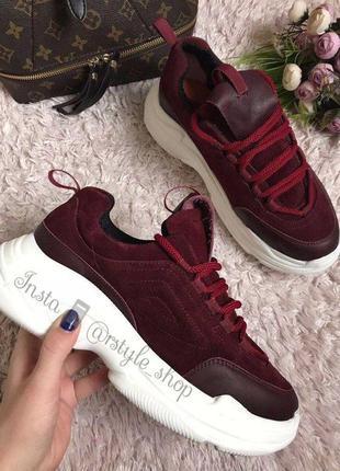 Бордовые кроссовки на литой подошве