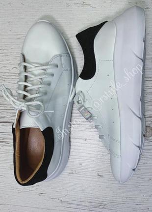Стильные базовые кроссовки кожа