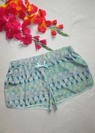 Классные легкие летние шорты в орнамент большого размера.