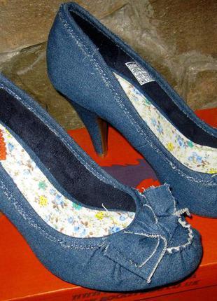 Стильные джинсовые туфли американского бренда rocket dog