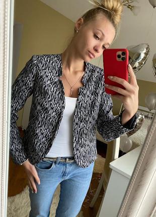 Шикарный пиджак в кэжуал стиле без пуговиц