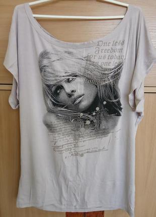 Стильная футболка с принтом, можно носить на одно плечо. раз.у...
