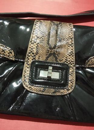 Брендовая, деловая, стильная сумочка. на короткой ручке. бренд...