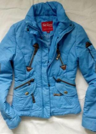 Демисезонная куртка с капюшоном мальчику или девочке.
