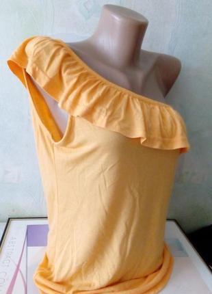 Футболка на одном плечо с воланом на груди. бренд colours. раз...