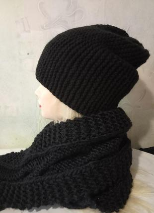 Стильная, вязаная шапка бини. ручная работа. цвет черный.