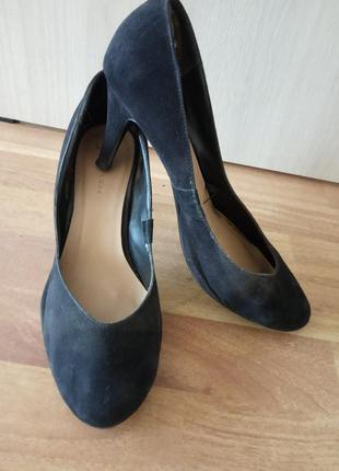 Брендовые, замшевые туфли на удобном каблуке. бренд new look