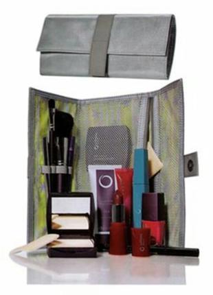 Косметичка-клатч серебистого цвета. размер 22х11, в разложенно...