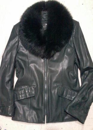 Куртка кожанная на молнии. цвет темно зеленый. размер 46-48.