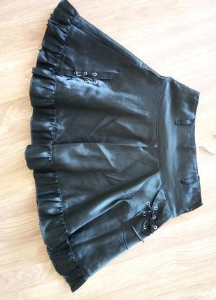 Школьная, стрейчевая юбочка из ткани типа атлас.