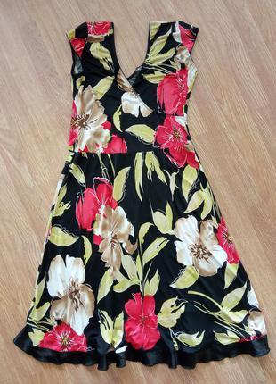 Яркое, цветное, качественное платье с ярким цветочным принтом....