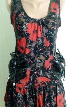 Туника-платье, с накладными карманами.