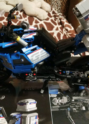 Lego technic Мотоцикл (922 детали)