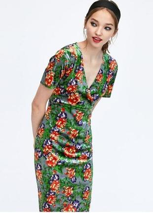 Бархатное платье миди в цветочный принт